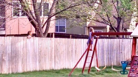 Rylin make friends with the neighbor.